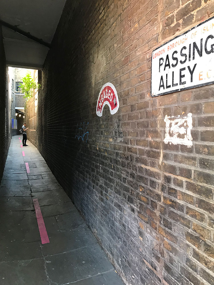 passing alley london